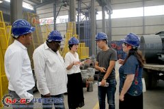<b>肯尼亚客户客户来公司考察对辊破碎机机合作</b>